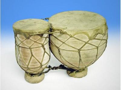 Tambours sur poterie tbila du Maroc