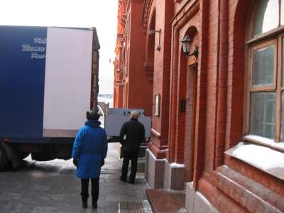 Chargement de camion sur la Place Rouge à Moscou.
