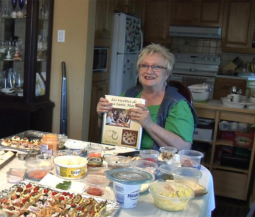 Marie Hains et son recueil de recettes, participante au Recueil de gestes pour nourrir