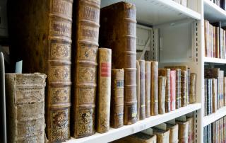Livres rares et anciens des collections et archives des Musées de la civilisation.